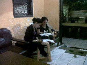Koordinasi antara Restu Rahayu dan MBak Endang Rini di Sekretariat Drug Free Community